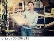Купить «purchaser holding a wooden boxes», фото № 30696515, снято 22 ноября 2017 г. (c) Яков Филимонов / Фотобанк Лори