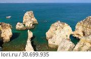 Купить «Bay on Ponta da Piedade with arches, grottos and caves. Lagos, Algarve region, Portugal», видеоролик № 30699935, снято 31 марта 2019 г. (c) Serg Zastavkin / Фотобанк Лори