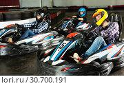 Купить «Man and women competing on racing cars», фото № 30700191, снято 18 марта 2019 г. (c) Яков Филимонов / Фотобанк Лори