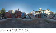 360 VR Townscape of Burano. Rustic scene with colored houses and boats in canal. Стоковое фото, фотограф Данил Руденко / Фотобанк Лори