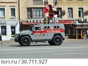 Купить «Генеральная репетиция парада в честь Дня Победы, прохождение техники по Красной Пресне. 7 мая 2019 года. Город Москва», эксклюзивное фото № 30711927, снято 7 мая 2019 г. (c) lana1501 / Фотобанк Лори