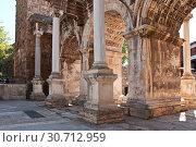 Купить «Hadrian's Gate in old town Kaleici in Antalya, Turkey», фото № 30712959, снято 22 сентября 2018 г. (c) Наталья Двухимённая / Фотобанк Лори