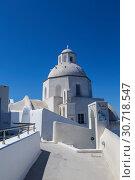 Купить «Agios Minas church in Fira town on Santorini in sunny day, Greece», фото № 30718547, снято 10 июня 2017 г. (c) Наталья Волкова / Фотобанк Лори