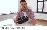male blogger with headphones videoblogging at home. Стоковое видео, видеограф Syda Productions / Фотобанк Лори