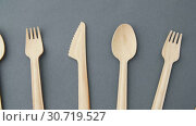 Купить «wooden disposable spoons, forks and knives», видеоролик № 30719527, снято 5 мая 2019 г. (c) Syda Productions / Фотобанк Лори