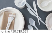 Купить «disposable plastic dishes», видеоролик № 30719551, снято 5 мая 2019 г. (c) Syda Productions / Фотобанк Лори
