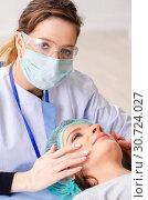 Купить «Woman preparing for cosmetic plastic surgery», фото № 30724027, снято 14 ноября 2018 г. (c) Elnur / Фотобанк Лори