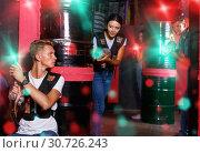 Купить «Portrait of friends standing with laser guns during laser tag g», фото № 30726243, снято 23 августа 2018 г. (c) Яков Филимонов / Фотобанк Лори