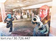 Купить «Player in red mask in paintball club», фото № 30726447, снято 10 июля 2017 г. (c) Яков Филимонов / Фотобанк Лори