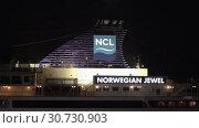 Купить «Night view of upper deck of Cruise Liner Norwegian Jewel with pipe spewing smoke», видеоролик № 30730903, снято 10 мая 2019 г. (c) А. А. Пирагис / Фотобанк Лори