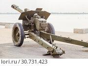 Купить «the artillery gun is put on the embankment of the city of Volgograd», фото № 30731423, снято 27 апреля 2019 г. (c) Владимир Арсентьев / Фотобанк Лори