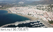 Купить «Picturesque aerial view of Mediterranean coastal town of Roses with yachts moored in harbor, Costa Brava, Spain», видеоролик № 30735871, снято 10 февраля 2019 г. (c) Яков Филимонов / Фотобанк Лори