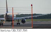Купить «Airplane start position before departure», видеоролик № 30737791, снято 21 июля 2017 г. (c) Игорь Жоров / Фотобанк Лори