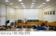 Купить «Ufa, Russia - April 20, 2017: Students at Bashkir State University. Large audience», видеоролик № 30742975, снято 20 апреля 2017 г. (c) Mikhail Erguine / Фотобанк Лори