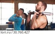 Купить «Side View - Fit Young Lifting Barbells in Gym.», фото № 30760427, снято 3 февраля 2019 г. (c) Pavel Biryukov / Фотобанк Лори