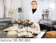 Купить «Portrait of female with packing of turron in food factory», фото № 30761063, снято 22 апреля 2017 г. (c) Яков Филимонов / Фотобанк Лори