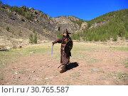 Купить «Женщина с мечом в руках в костюме воина Чингисхана», фото № 30765587, снято 4 мая 2019 г. (c) Валерий Митяшов / Фотобанк Лори