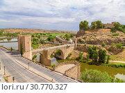 Купить «Толедо, Испания. Мост Алькантара через реку Тахо и замок Сан-Сервандо», фото № 30770327, снято 25 июня 2017 г. (c) Rokhin Valery / Фотобанк Лори