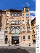 Купить «Толедо, Испания. Фасад старого кирпичного здания», фото № 30770335, снято 25 июня 2017 г. (c) Rokhin Valery / Фотобанк Лори