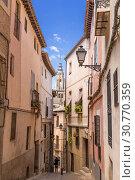 Купить «Толедо, Испания. Улица в историческом центре (список всемирного наследия ЮНЕСКО)», фото № 30770359, снято 25 июня 2017 г. (c) Rokhin Valery / Фотобанк Лори