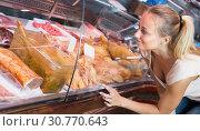 Купить «Woman customer buying fresh poultry parts», фото № 30770643, снято 21 июля 2019 г. (c) Яков Филимонов / Фотобанк Лори