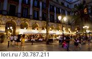 Evening view of Placa Reial in summer. Barcelona, Catalonia (2018 год). Редакционное видео, видеограф Яков Филимонов / Фотобанк Лори