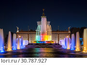 """Купить «Fountain """"Stone flower"""" on the background of the pavilion """"Ukraine"""" on the territory of the All-Russian exhibition center (VDNH) at night. Moscow, Russia», фото № 30787927, снято 18 мая 2019 г. (c) Наталья Волкова / Фотобанк Лори"""