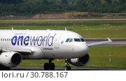 Купить «Finnair Airbus A319 taxiing before departure», видеоролик № 30788167, снято 22 июля 2017 г. (c) Игорь Жоров / Фотобанк Лори