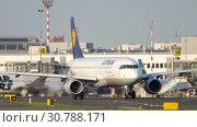 Купить «Airplane taxiing before departure», видеоролик № 30788171, снято 22 июля 2017 г. (c) Игорь Жоров / Фотобанк Лори