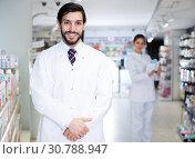 Купить «guy pharmacist on his work place», фото № 30788947, снято 28 февраля 2018 г. (c) Яков Филимонов / Фотобанк Лори