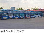 Купить «Современные двухэтажные автобусы на Северногм автовокзале. Бангкок, Таиланд», фото № 30789539, снято 14 декабря 2018 г. (c) Виктор Карасев / Фотобанк Лори