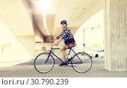 young hipster man with bag riding fixed gear bike. Стоковое фото, фотограф Syda Productions / Фотобанк Лори