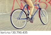 Купить «close up of hipster man riding fixed gear bike», фото № 30790435, снято 15 июня 2016 г. (c) Syda Productions / Фотобанк Лори