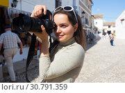 Купить «Girl photographs historic center», фото № 30791359, снято 15 мая 2016 г. (c) Яков Филимонов / Фотобанк Лори