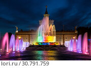 """Купить «Fountain """"Stone flower"""" on the background of the pavilion """"Ukraine"""" on the territory of the All-Russian exhibition center (VDNH) at night. Moscow, Russia», фото № 30791759, снято 19 мая 2019 г. (c) Наталья Волкова / Фотобанк Лори"""