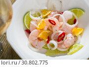 Купить «Shrimp ceviche with lime, tangerine and hot pepper», фото № 30802775, снято 14 октября 2019 г. (c) Яков Филимонов / Фотобанк Лори