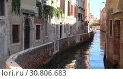 Купить «Уголок Венеции солнечным днем. Италия», видеоролик № 30806683, снято 27 сентября 2017 г. (c) Виктор Карасев / Фотобанк Лори