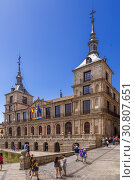 Купить «Толедо, Испания. Здание мэрии, 1575-1703 гг.», фото № 30807651, снято 25 июня 2017 г. (c) Rokhin Valery / Фотобанк Лори