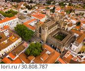 Купить «Picturesque top view of city Evora. Portugal», фото № 30808787, снято 20 апреля 2019 г. (c) Яков Филимонов / Фотобанк Лори