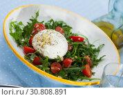 Купить «Salad with Burrata, tomatoes and greens», фото № 30808891, снято 20 июня 2019 г. (c) Яков Филимонов / Фотобанк Лори