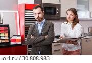 Купить «Client displeased with offer of salesgirl», фото № 30808983, снято 11 апреля 2018 г. (c) Яков Филимонов / Фотобанк Лори