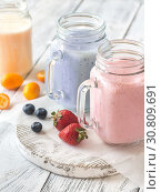 Купить «Berry smoothies on the wooden board», фото № 30809691, снято 17 июня 2018 г. (c) easy Fotostock / Фотобанк Лори
