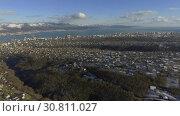 Купить «Бухта Новороссийска, морской порт и город. Видео с дрона.», видеоролик № 30811027, снято 4 декабря 2016 г. (c) kinocopter / Фотобанк Лори