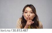 asian woman making shush gesture. Стоковое видео, видеограф Syda Productions / Фотобанк Лори
