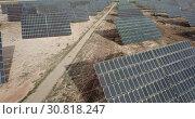 Купить «Top view of the electric power polar panel system at desert», видеоролик № 30818247, снято 9 марта 2019 г. (c) Яков Филимонов / Фотобанк Лори