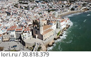 Купить «Video of aerial view of mediterranean resort town Sitges, Spain», видеоролик № 30818379, снято 27 апреля 2018 г. (c) Яков Филимонов / Фотобанк Лори