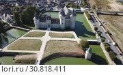 Famous medieval castle Sully-sur-Loire, Loire valley, France (2018 год). Редакционное видео, видеограф Яков Филимонов / Фотобанк Лори