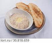 Купить «Oatmeal with butter and toast», фото № 30818659, снято 27 марта 2019 г. (c) Алексей Кокорин / Фотобанк Лори