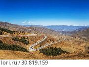 Купить «Winding road, serpentine, in the mountains of Armenia», фото № 30819159, снято 29 сентября 2018 г. (c) Наталья Волкова / Фотобанк Лори