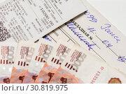 Купить «Магазинный, кассовый чек, накладная и пятитысячные деньги», эксклюзивное фото № 30819975, снято 15 апреля 2019 г. (c) Игорь Низов / Фотобанк Лори